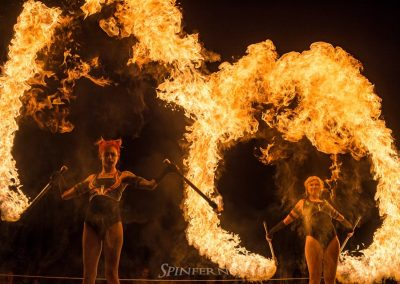 Ryn Hooligan | Fire & hoop performer, entertainer | Workshops & classes Photography: Spinferno